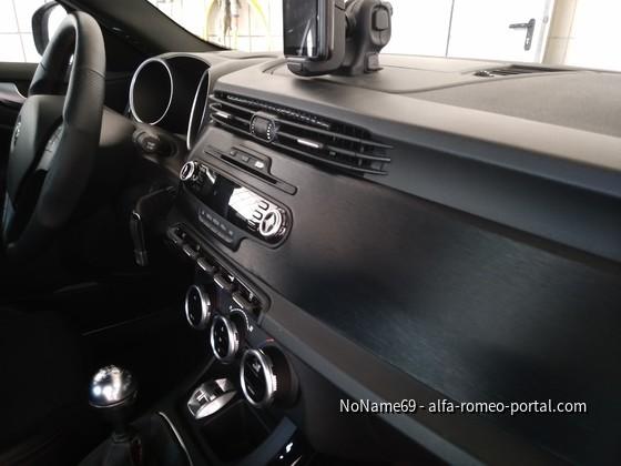 Dashboard in gebürstetem schwarzel Aluminum (Folie)