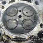 So schaut ein defekter Zylinderkopf beim 2,4jtdm aus Risse zwischen den Ventilen