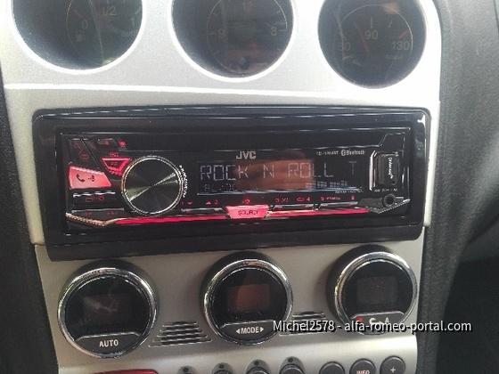 Neues Radio und sogar mit roter Beleuchtung
