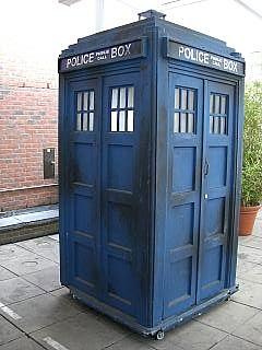 240px-TARDIS2.jpg